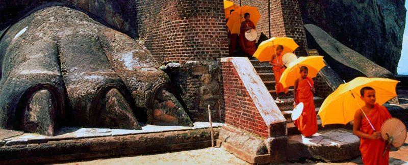 Moines au Rocher du Lion Sigiriya