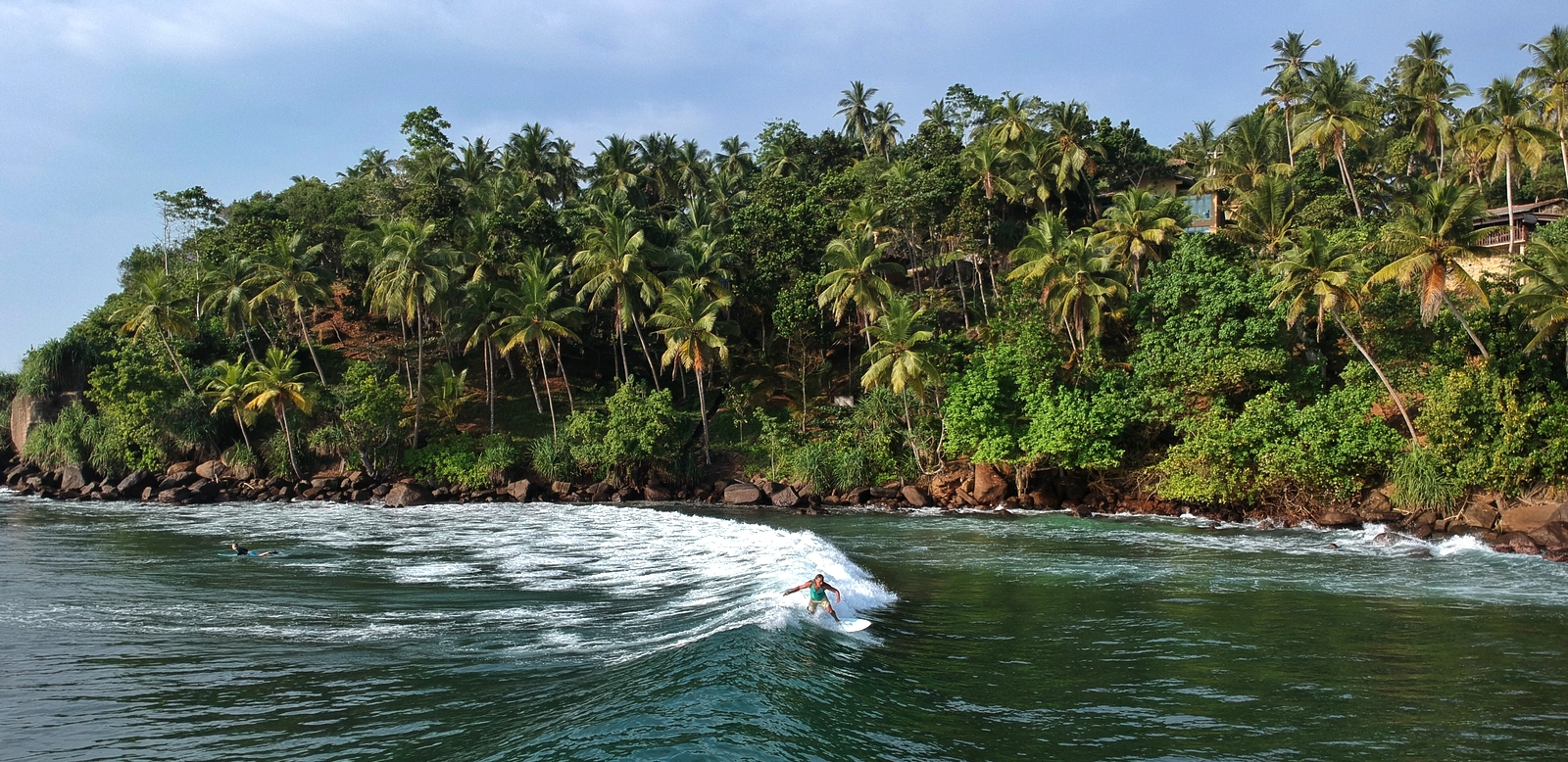 sri lanka authentique manju surf camp