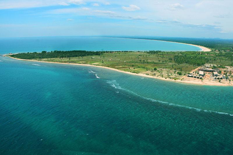 plage terre vert mer océan